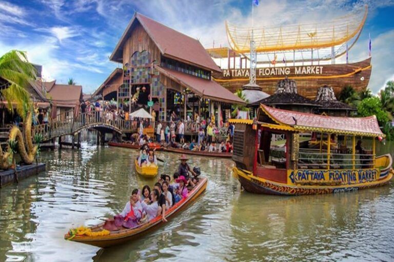 The Monttra Pattaya : Floating Market 4, Pattaya